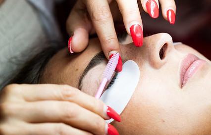 make Eyelash Extensions